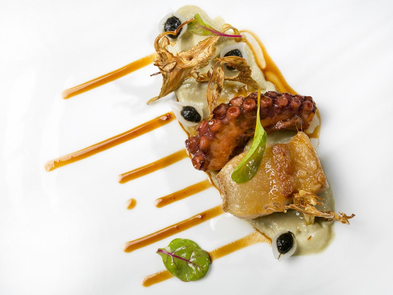 Valencia culinary festival. Pulpo y papada con alcachofas, cebolla encurtida y puré de cebolla caramelizada. Manuel Alonso y Mikael Svensson